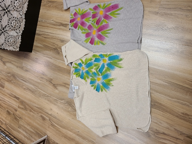 One Size Artsy Painted Triple Flower Sweaters