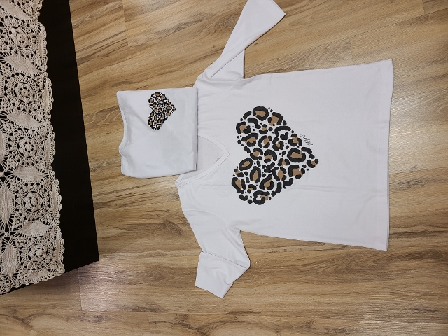 Artist Cheetah Heart V Neck 3/4 Sleeve Tops
