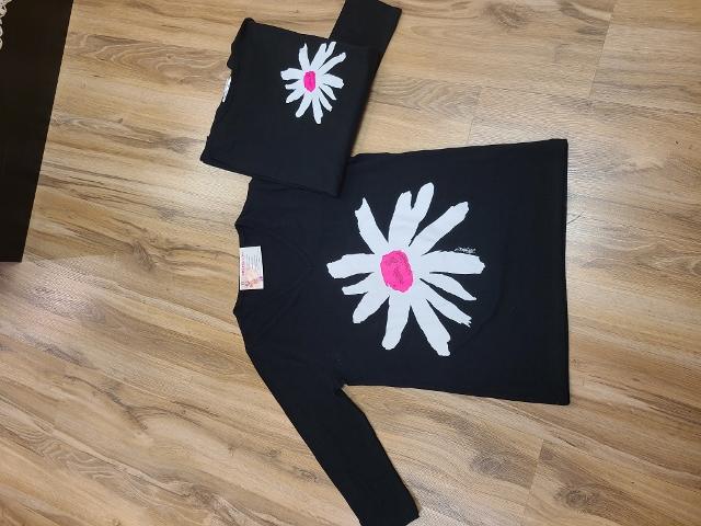 Artist Pink and White Flower V Neck 3/4 Sleeve Tops