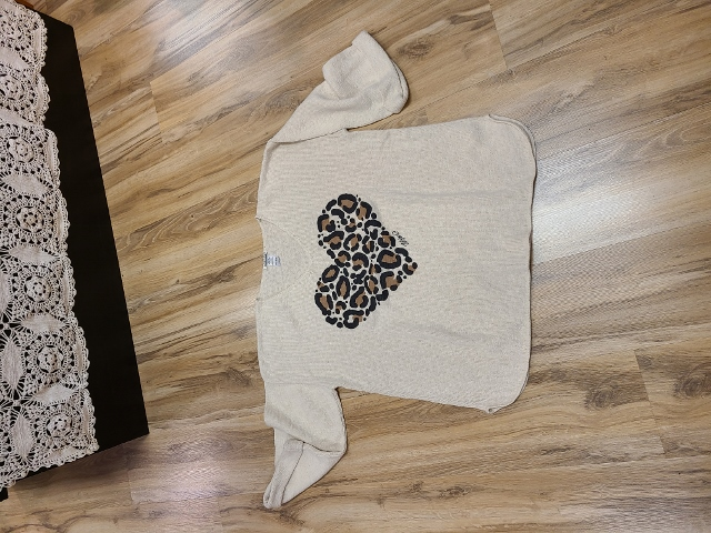 One Size Artsy Painted Cheetah Heart Sweaters
