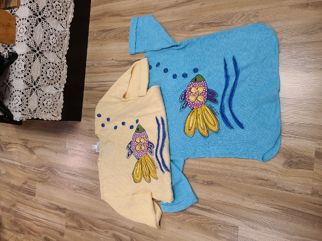 One Size Artsy Bubble Fish Painted Sweaters