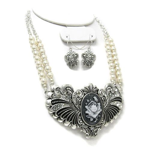 Floral Vintage Pearl Necklace Set