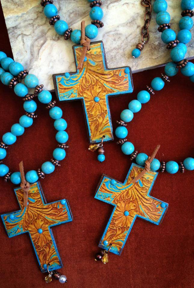 Beautiful Turquoise and Tool Look Necklace